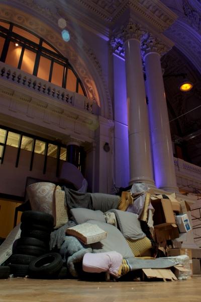 teatro na Bolsa de valores bruxelas instalacao casal